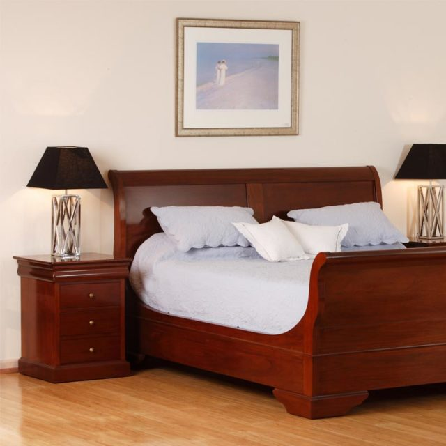 Queen size Avignon Sleigh bed in Solid cherrywood - Finish CEO5