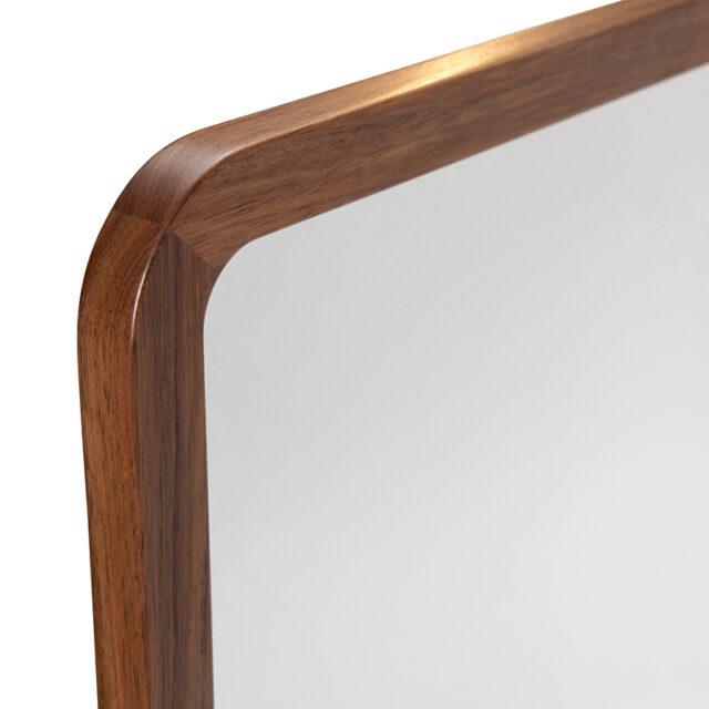 Dan timber frame Mirror - Small close up corner detail